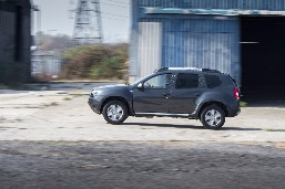 dacia-duster-commercial-priced-from-9595-photo-gallery_6.jpg
